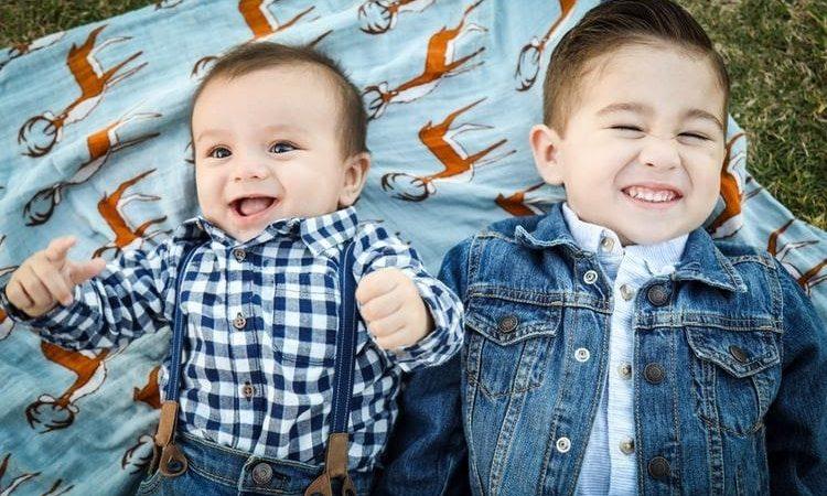 Bebês amigos